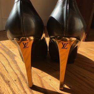 Louis Vuitton Pumps (Black and Gold)